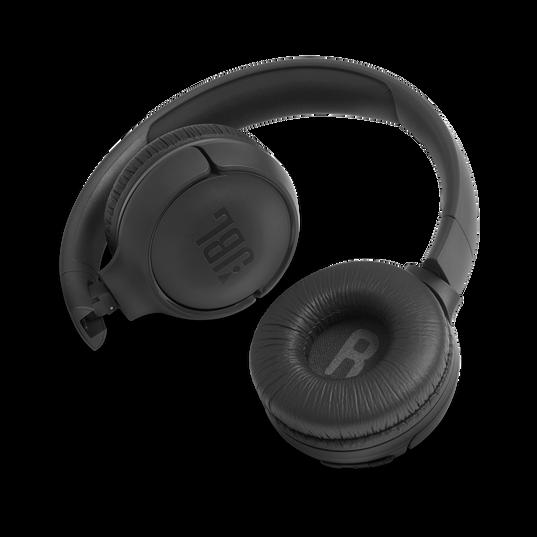 JBL TUNE 500BT - Black - Wireless on-ear headphones - Detailshot 1